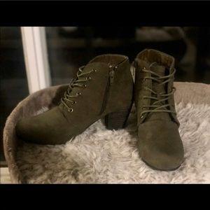 NWOT Dark green ankle booties